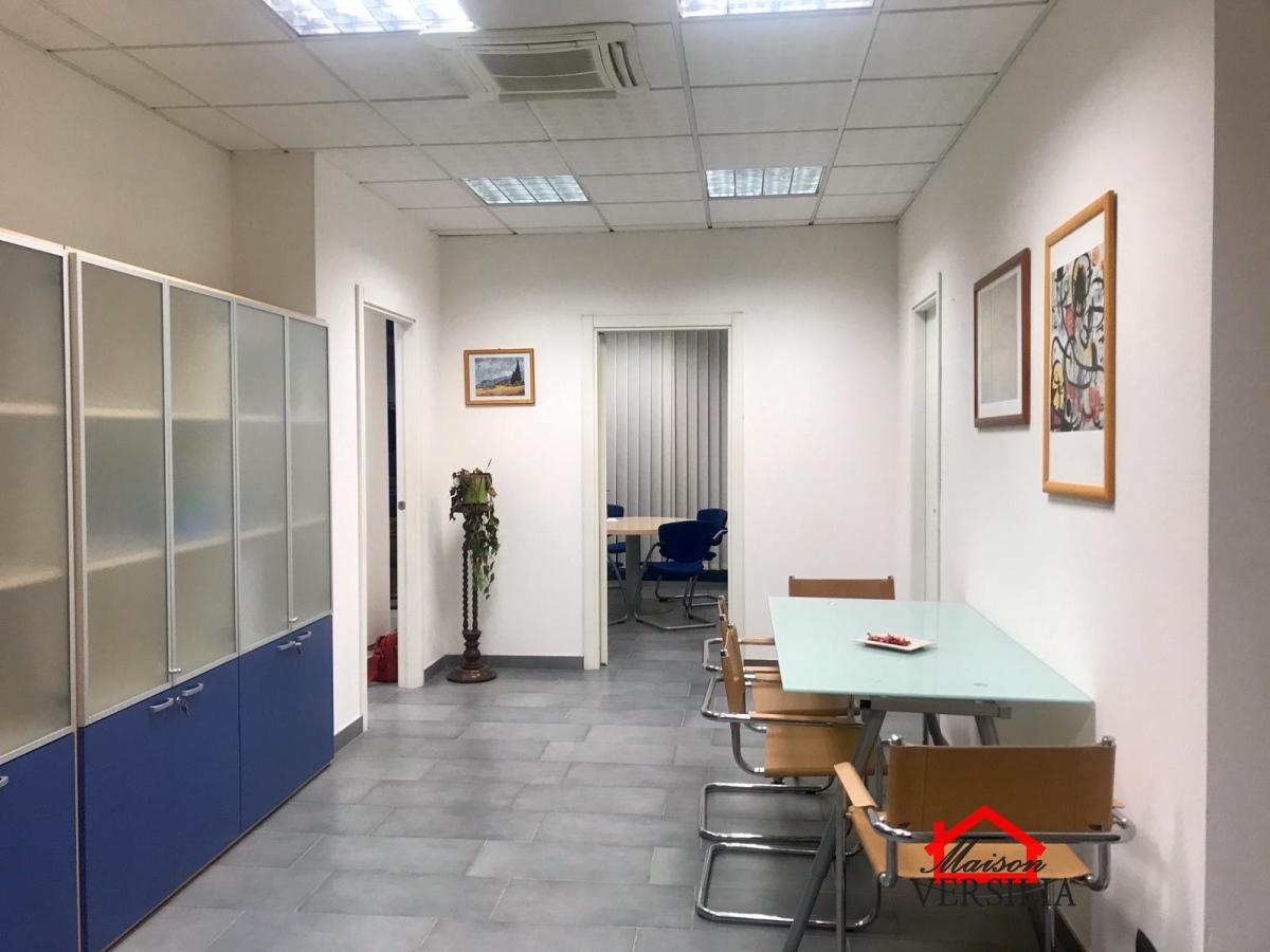 Affitto uffici laboratori e negozi massa massa olidor for Stanza uso ufficio