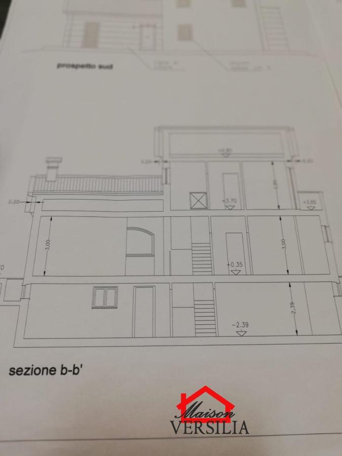 Villa in vendita a Ortonovo, 6 locali, Trattative riservate | CambioCasa.it