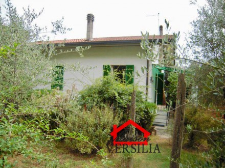 Independent House with garden, garage and parking place in Massa, Mirteto