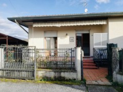 Massa, loc. Romagnano, a semi detached with garden and parking - 1