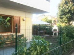 Ground floor apartment with garden for rent multi-year Marina di Massa - 1