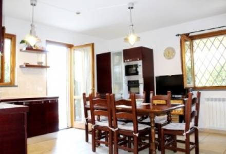 Romagnano, a high-quality four-family apartment with a garden and parking spaces